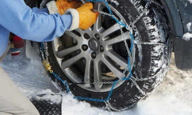 МВР: Од утре задолжително носење на зимска опрема во возилата