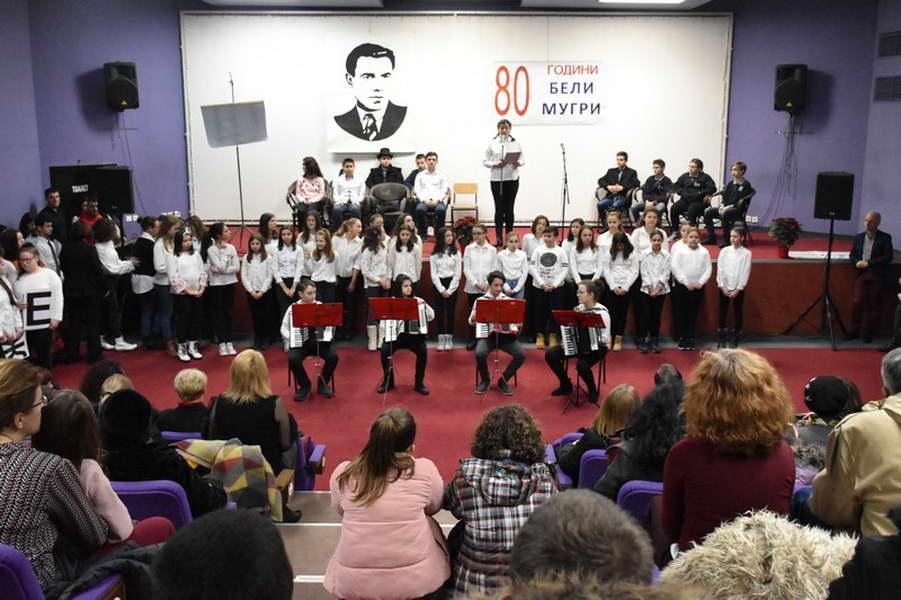 """Прилепските училишта """"Ристе Ристески-Ричко"""" и """"Кочо Рацин"""", го одбележаа својот патрон празник"""