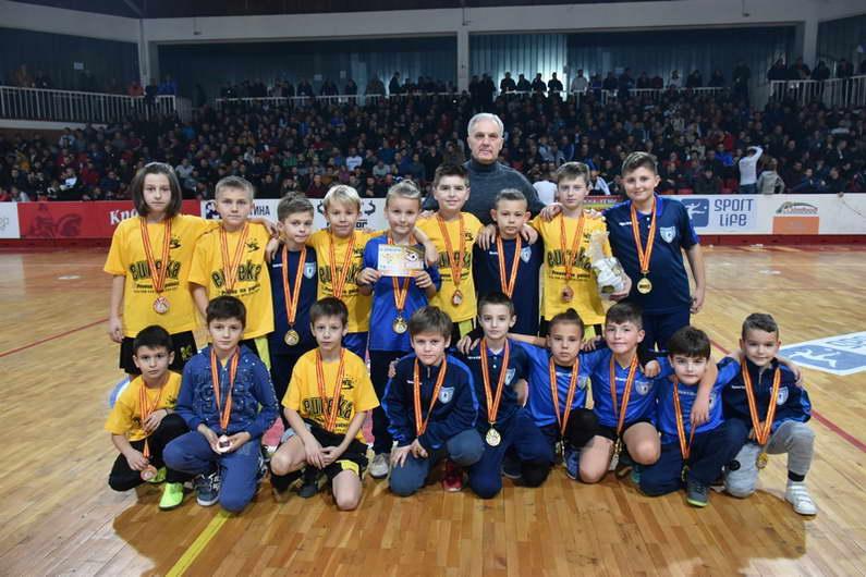 """Турнирот во мал фудбал """"Св.Никола 2019"""" се ближи кон крајот, поделени првите награди во пионерска конкуренција"""