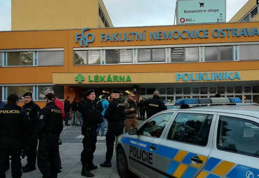 Во пукање во болница во Чешка убиени шест луѓе