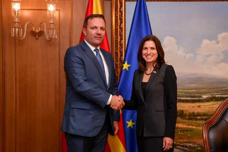 Средба на премиерот Спасовски со американската амбасадорка Брнз: Силна поддршка за посветеноста на премиерот и на Владата за продолжување на реформските процеси