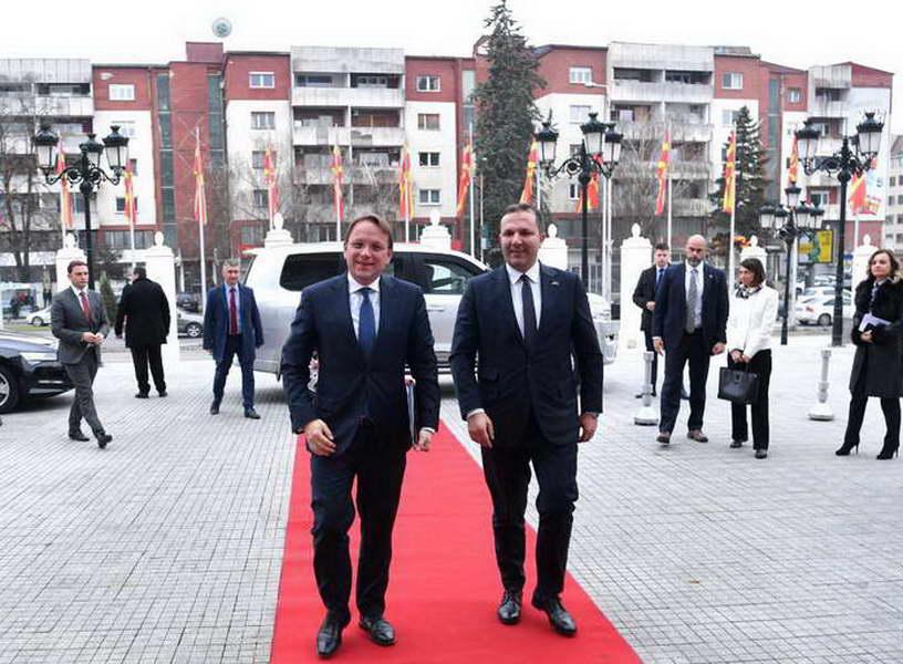 Средба на премиерот Спасовски со Комесарот за проширување на ЕУ, Вархеји