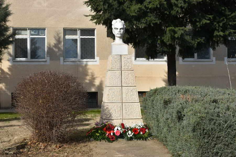 """Прилепската Гимназија """"Мирче Ацев"""" го одбележа патрониот празник"""