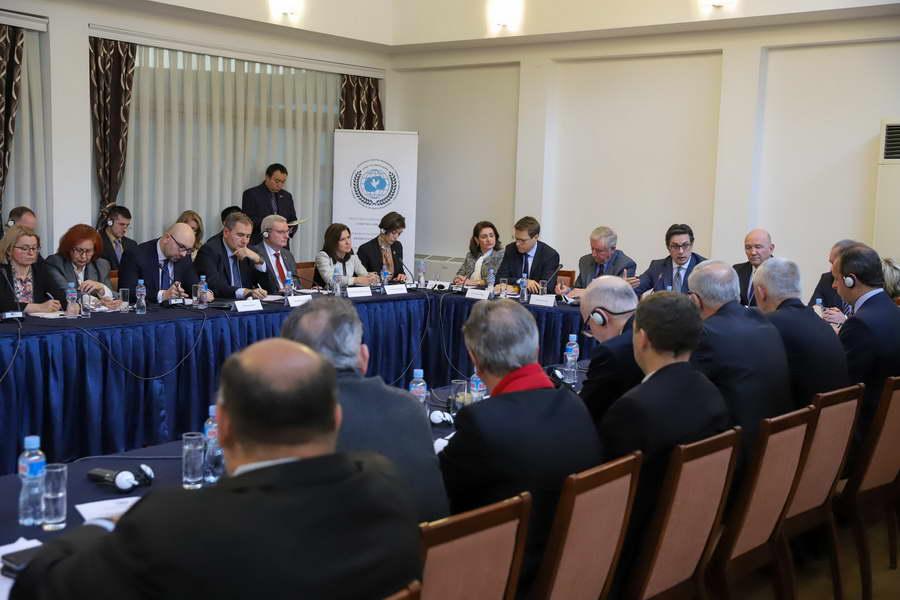 """Претседателот Пендаровски се обрати на тркалезната маса """"Патот кон ЕУ и НАТО: Перспективи и предизвици"""""""