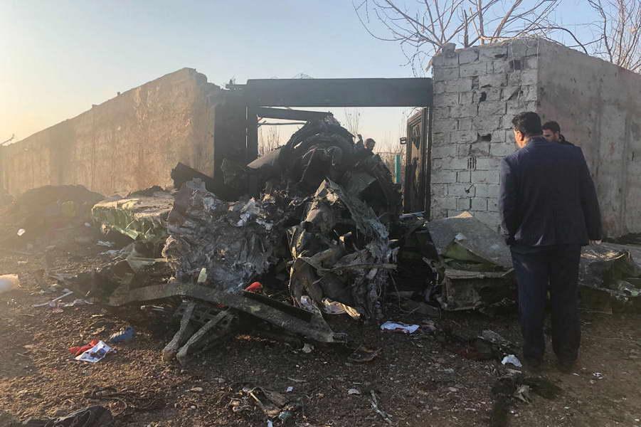 Авионска несреќа во Техеран, загинаа 176 лица
