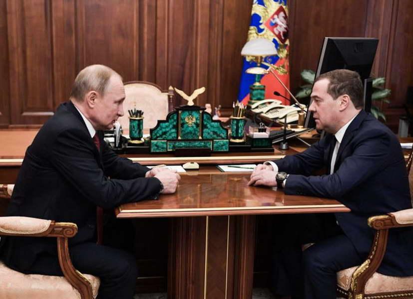 Рускиот премиер Медведев поднесе оставка