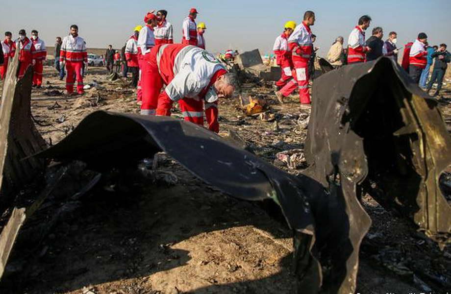 Украинскиот авион соборен со две ирански ракети