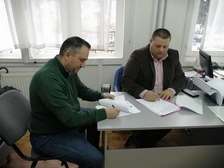 """Крушево: Потпишан договор за продажба на 6 градежни парцели во месноста """"Станич"""""""