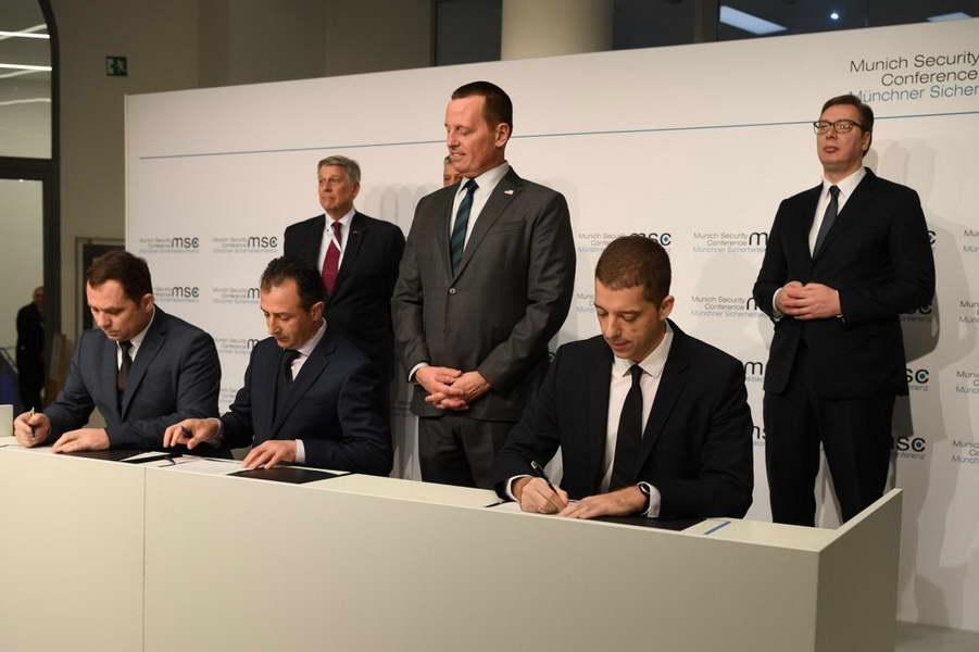 Србија и Косово потпишаа писма за намери за обновување на железничкиот и на патниот сообраќај