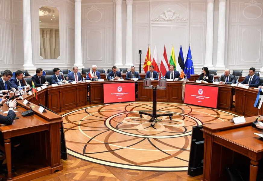 """Премиерот Спасовски на средба со министрите за надворешни работи, членови на групата """"Пријатели на проширувањето"""""""