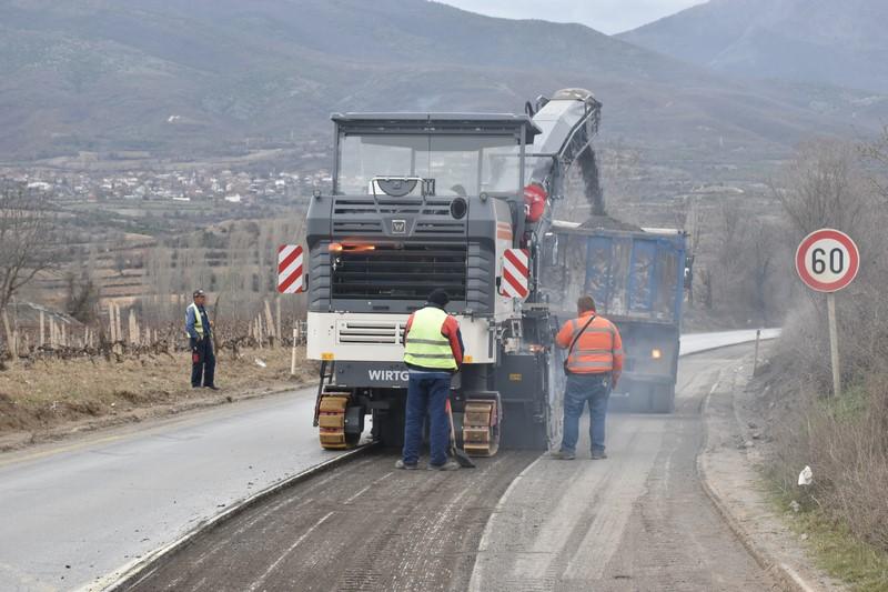 Се интензивираат градежните работи на патот Градско-Прилеп