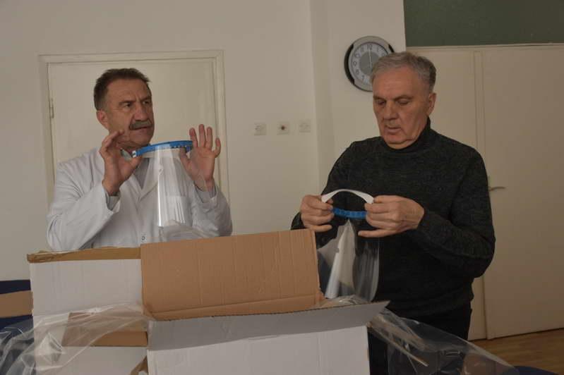 Прилепската болница и службата за Итна медицинска помош ги добија првите заштитни штитови за лице