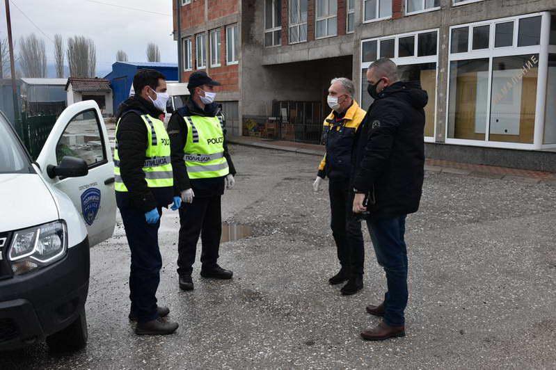Градоначалникот Јованоски во обиколка на полициските контролни пунктови низ градот
