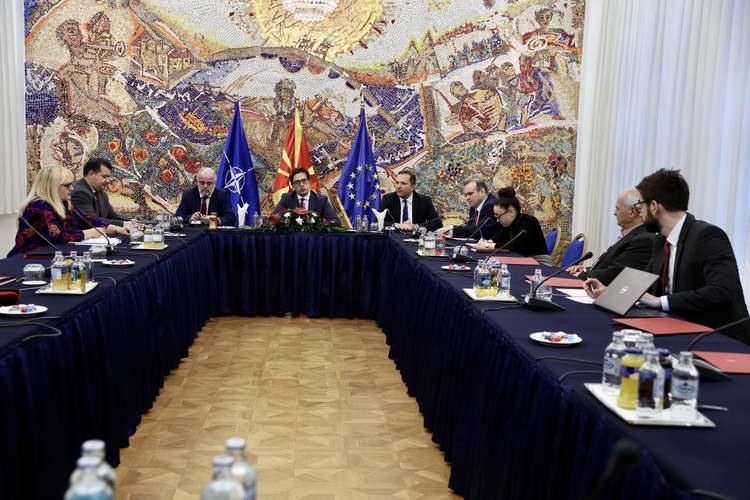 Средба на експерти по право и уставно право во Кабинетот на Претседателот Пендаровски