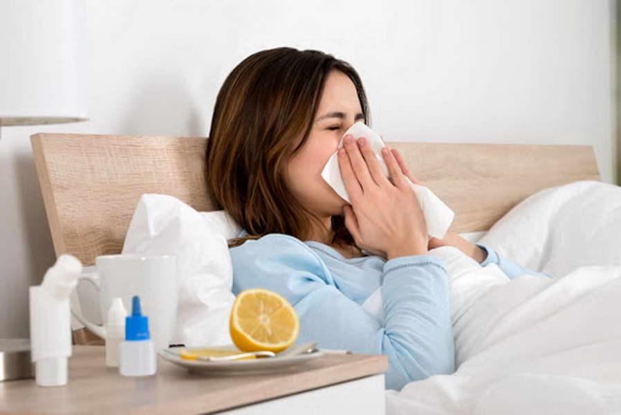 Разликата во симптомите помеѓу корона вирусот, грипот и настинката (инфографик)