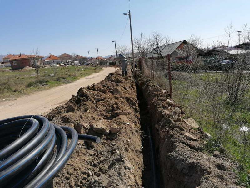 """Прилеп: ЈКП """"Водовод и канализација"""" постави нова водоводна линија на улица """"Ило Попадинец"""""""