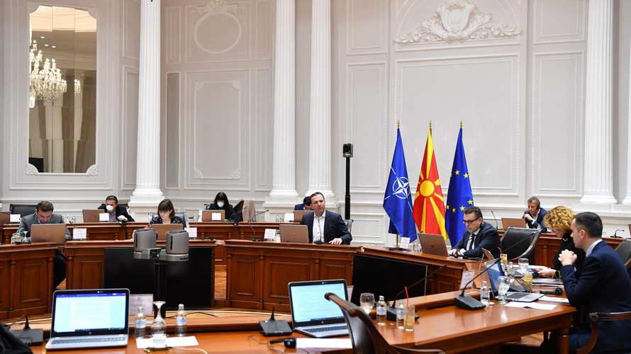 Седница на Владата: Лицата позитивни на КОВИД-19 без здравствено осигурување, ќе се лекуваат на товар на Фондот