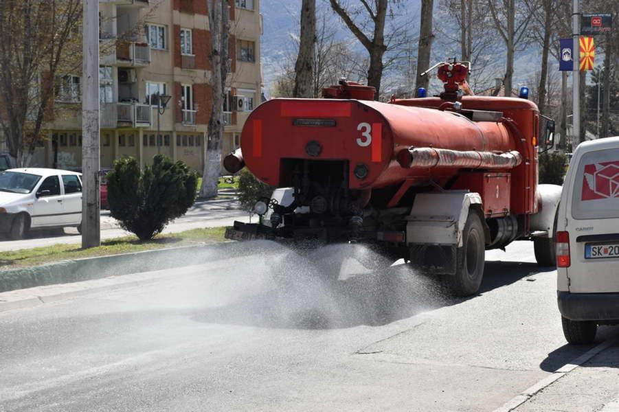 Општина Прилеп спроведува акција за дезинфекција на улиците во градот, граѓаните да ги отстранат возилата од јавните површини