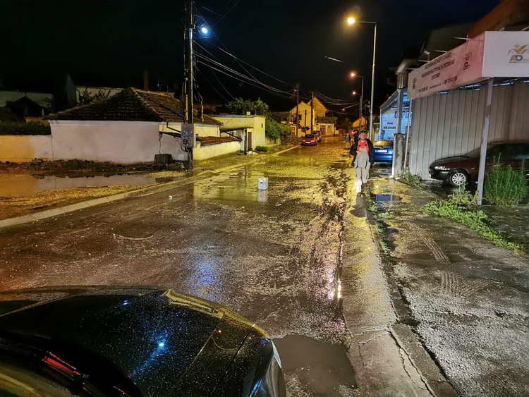 После обилните врнежи на дожд, Општина Битола и јавните претпријатија интервенираа на терен