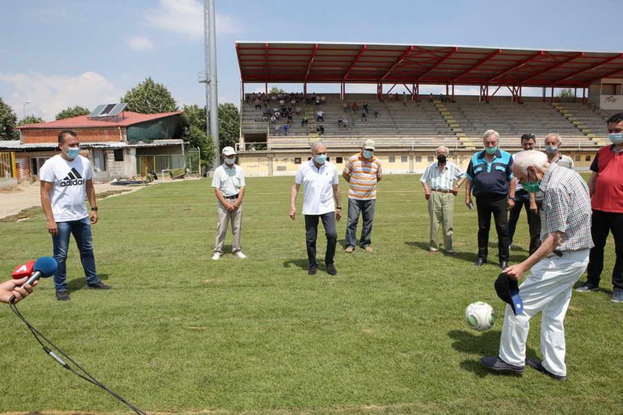 """Со поставувањето на тревникот, започнаа завршните работи на прилепскиот храм на фудбалот, Градскиот стадион """"Гоце Делчев"""""""