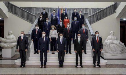 Заев: Северна Македонија доби нова, мала но ефикасна Влада подготвена да работи посветено