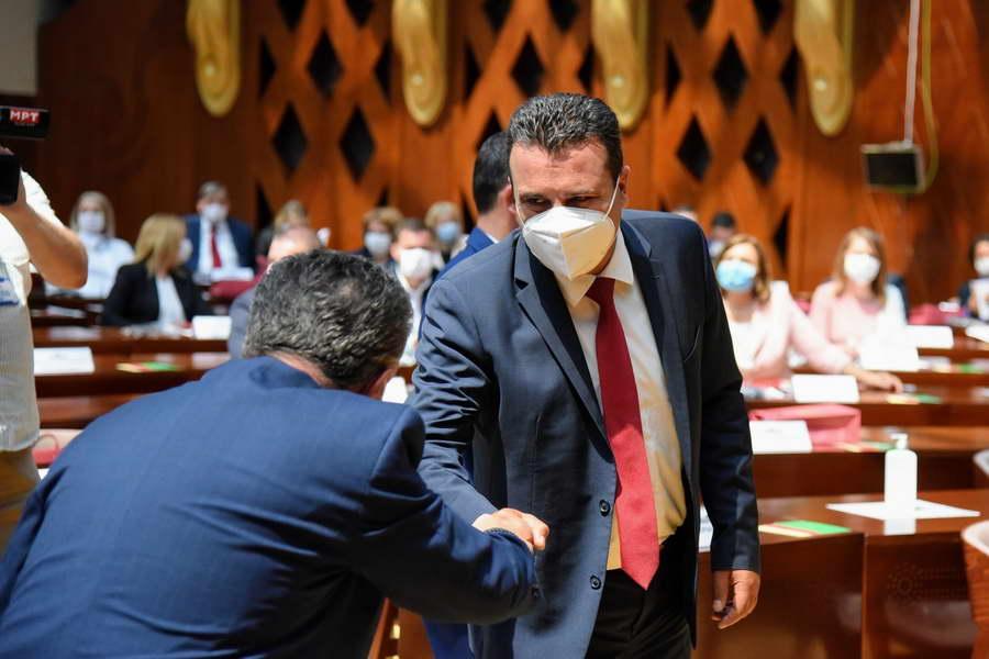 Заев: Денес се обврзуваме да градиме независен и одговорен парламент, вистински дом на демократијата на сите граѓани на Северна Македонија