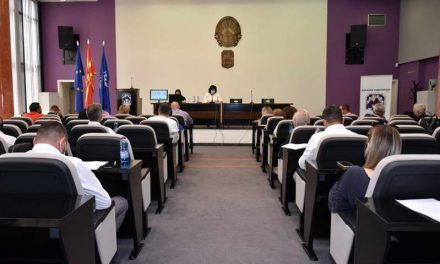 Седница на Совет: Усвоени Годишните извештаи и планови за работа на прилепските основни и средни училишта