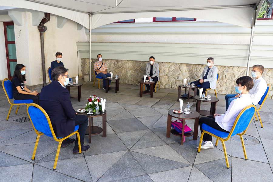 Средба на Претседателот Пендаровски со учениците – натпреварувачи на 24. Јуниорска балканска математичка олимпијада кои освоија олимписко злато, сребро и две бронзи