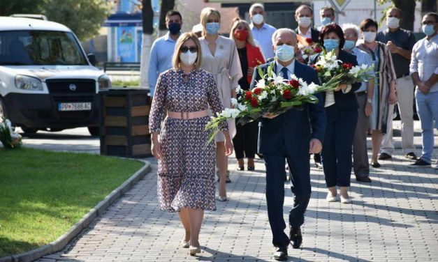 Со почитување на протоколите за заштита од коронавирусот, Општина Прилеп го одбележа Денот на независноста