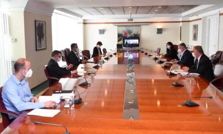 Заев на средба со претставници на АДКОМ: Државата ќе им излезе во пресрет на јавните комунални претпријатија во тековниот кризен период