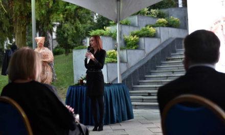 """Сопругата на претседателот Пендаровски, домаќин на настанот """"Три генерации македонска мода  – пренесување на знаење"""""""