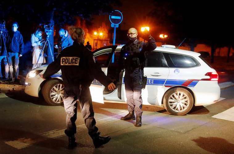 """Франција: Обезглавен професор – Макрон: """"Ова е терористички напад"""""""