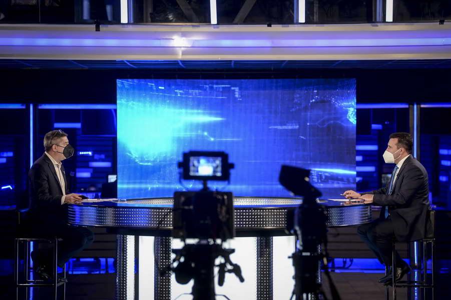 Заев во интервју за ТВ 21: Мерките за лична заштита почнаа да даваат резултати, но не е исклучено да бидат донесени рестриктивни мерки