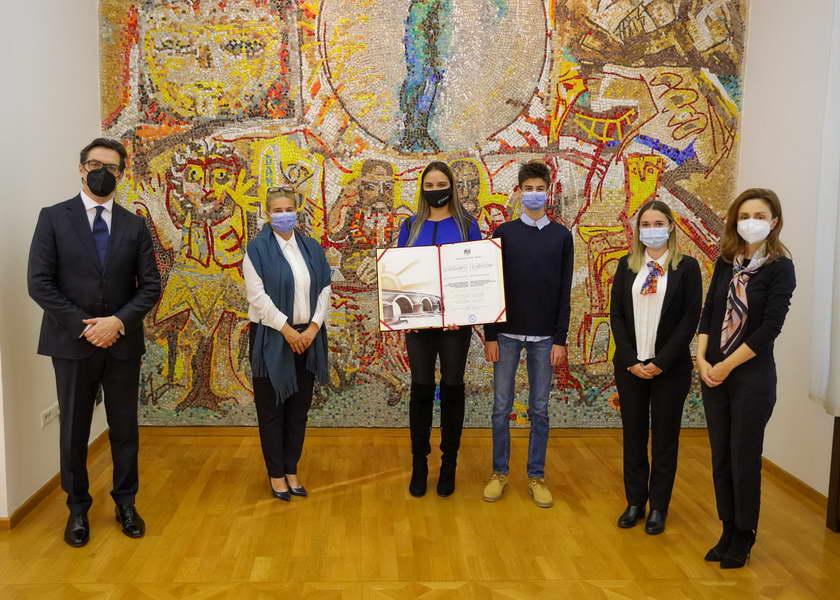"""Средба на претседателот Пендаровски и сопругата со претставници на здружението """"САНО"""", добитници на наградата """"13 Ноември"""""""