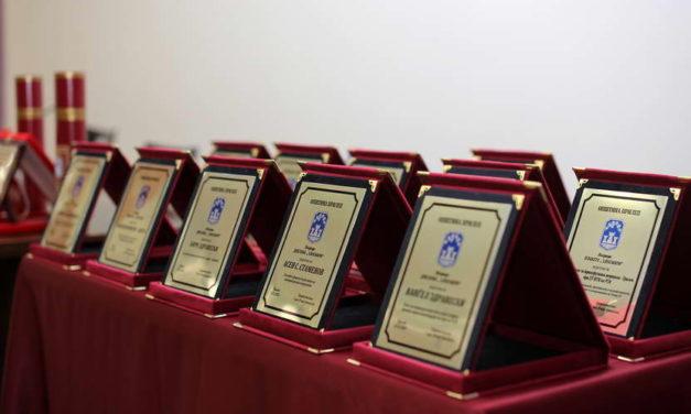 Новинарот Миле Талески и музичката легенда Нина Спирова, носители на највисоката награда на Општина Прилеп за животно дело