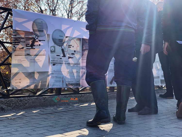 """Порталб: """"Изложба"""" со сметки за струја во Тетово, демонстрантите: Ова се криминалите и кражбите на ЕВН"""