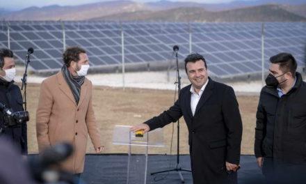 Заев: Инвестициите во фотоволтаици, ветерници и гасификација продолжуваат со засилено темпо, резултатите подобри од очекувањата