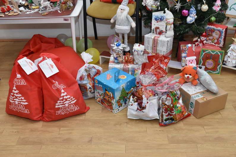 Новогодишни и божикни пакетчиња и за децата кои поради здравствените протоколи не беа згрижени во детските градинки
