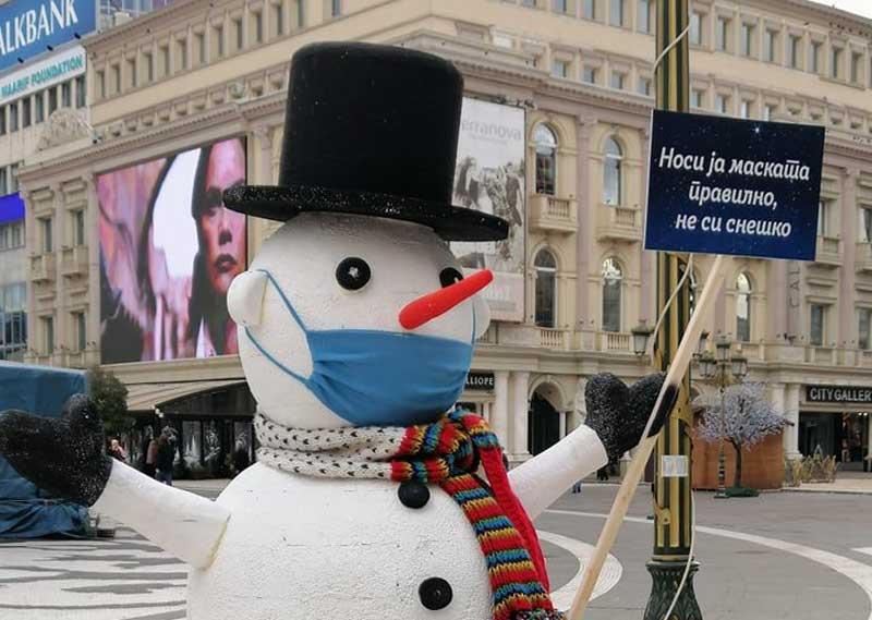 """Снешко """"поручуе"""": Носи ја маската правилно, не си снешко!"""