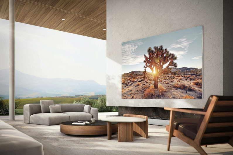 Новите Samsung MicroLED телевизори од 110 инчи овозможуваат и до четири различни содржини во текот на гледањето