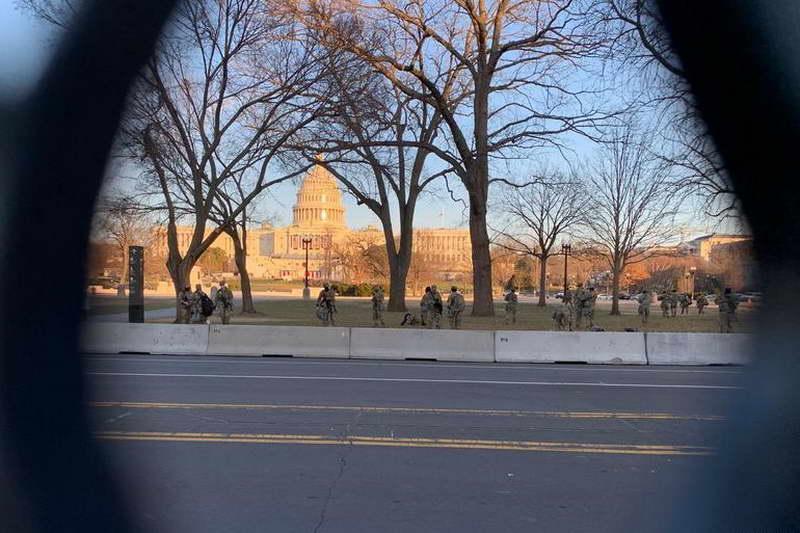 """Пред инаугурацијата на Бајден: Вашингтон наликува на """"воена база"""""""