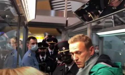 Алексеј Навални уапсен по пристигнувањето во Москва