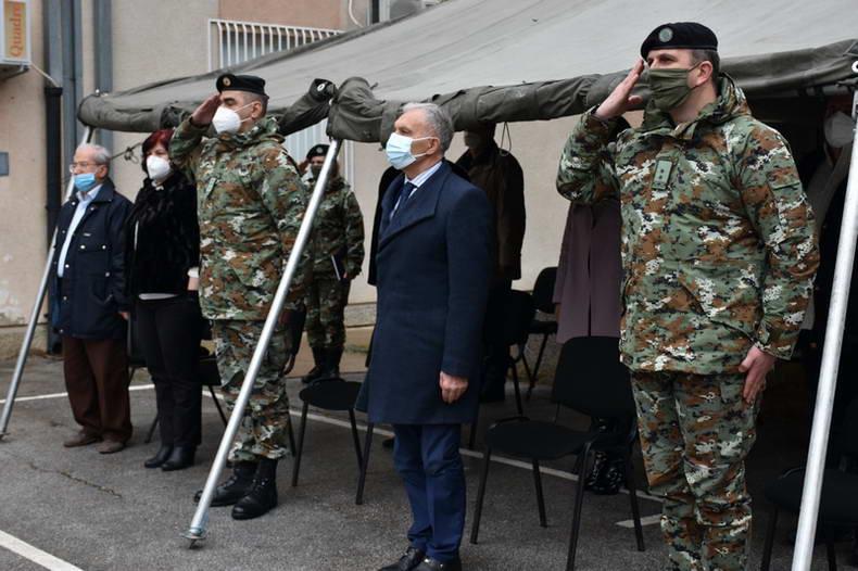 """Касарната """"Мирче Ацев"""" и прилепската Гимназија ја одбележаа 78-годишнината од загинувањето на нивниот патрон"""