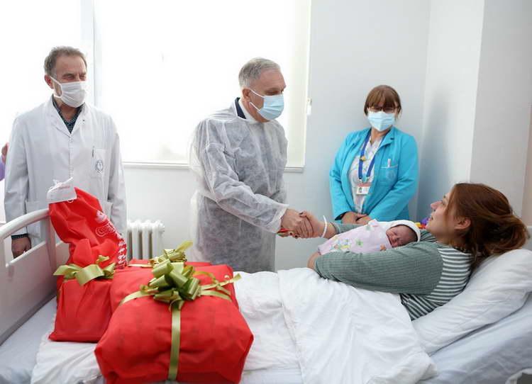 Првото новороденче во Прилеп во 2021 година е женско