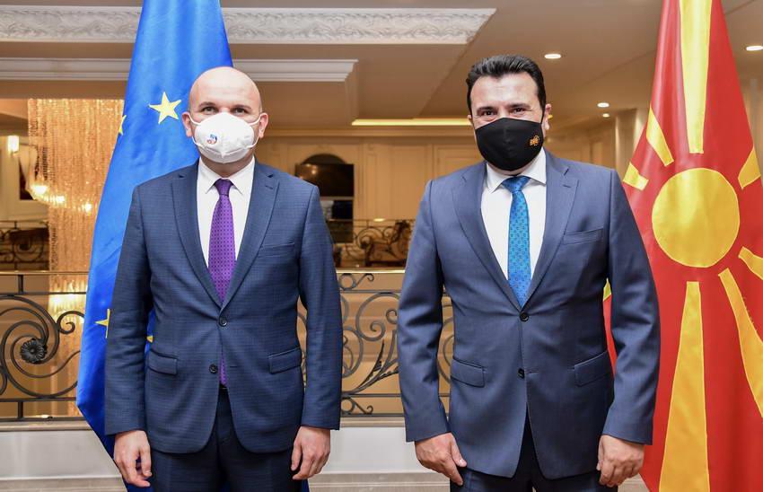 Средба на премиерот Заев со Ќучук: Поддршка за европерспективите, билатералните односи да се решаваат посебно од европската рамка