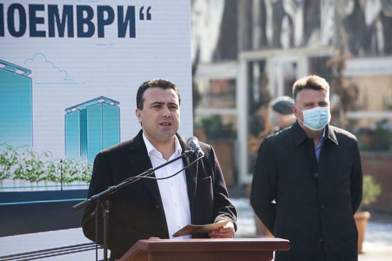 """Заев и Шилегов на стартот на реконструкцијата на кејот """"13 Ноември"""": Ослободувањето на јавни површини е значајна придобивка за граѓаните, и ќе влијае позитивно на животната средина"""