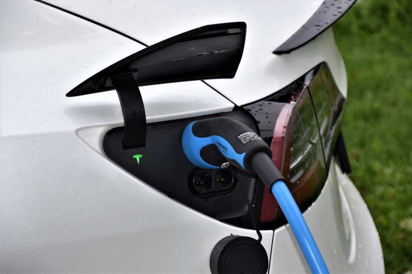 Увозот на електрични автомобили во последните четири години во земјава рамен на статистичка грешка [инфографик]