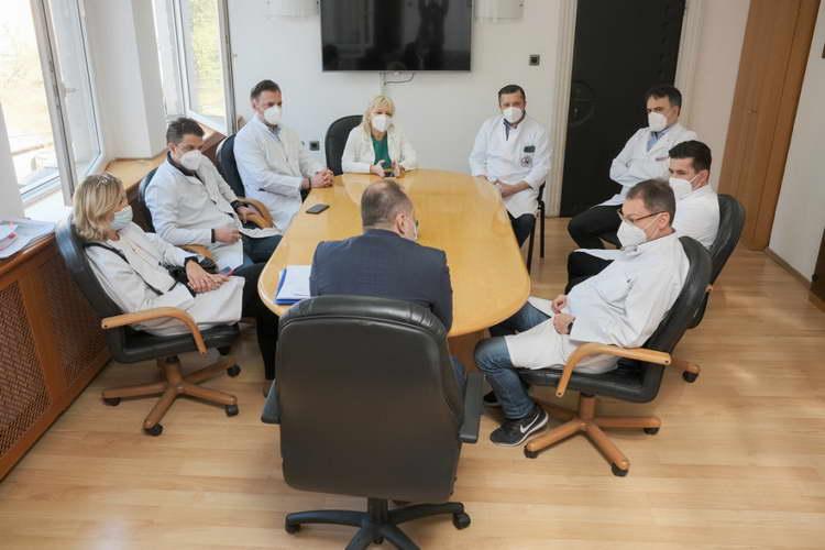 Филипче: Вирусот има широка инфекција, ако е потребно ќе се воведат нови мерки