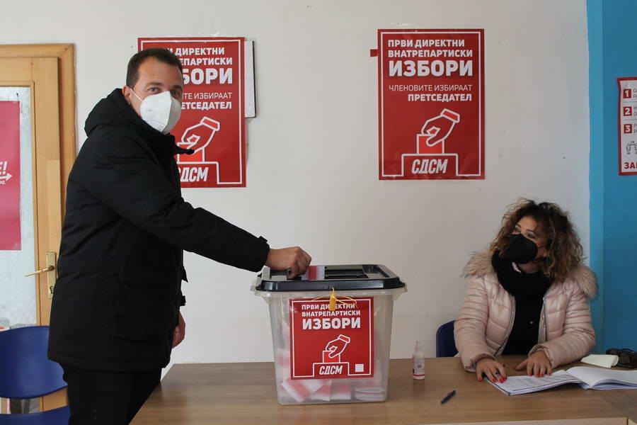 Први внатрепартиски избори за претседал на СДСМ, во Прилеп до 13.30 часот излегле 70 отсто од членовите