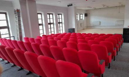 Поставени седишта во мултифункционалната сала во горната училишна зграда во Крушево